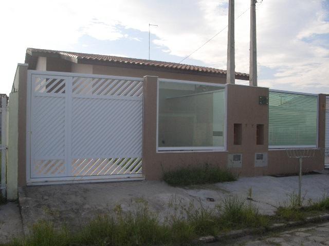 Casas a  |  PERUIBE | Casa térra bem localizada com 2 dormitórios...
