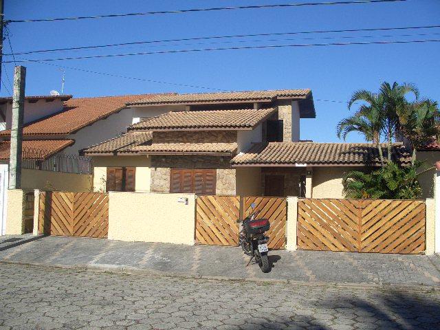 Casas a Venda |  PERUIBE | Sobrado com piscina à 200m da praia, próximo...