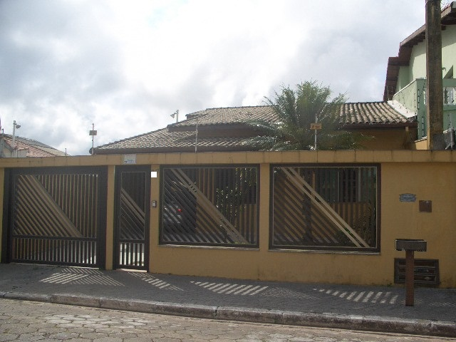 Casas a Venda |  PERUIBE | Excelente casa no centro à 80m da praia, com 2 suites,...